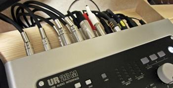 オーディオインターフェイス UR28M