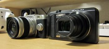 PENTAX Q10とCASIO EX-ZR200