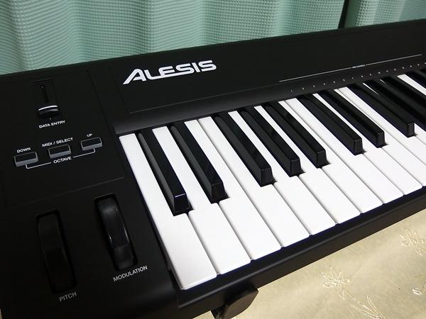 ALESIS Q61