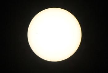 デジタル一眼レフで撮影した太陽