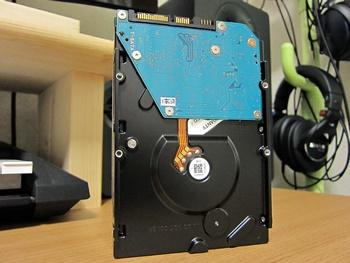東芝製の3TBのハードディスク